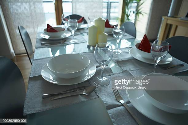 table setting in apartment - heidi coppock beard stockfoto's en -beelden