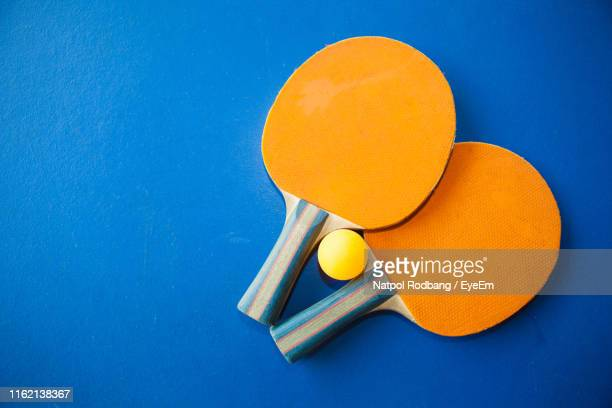 table tennis rackets against blue background - racquet stock pictures, royalty-free photos & images