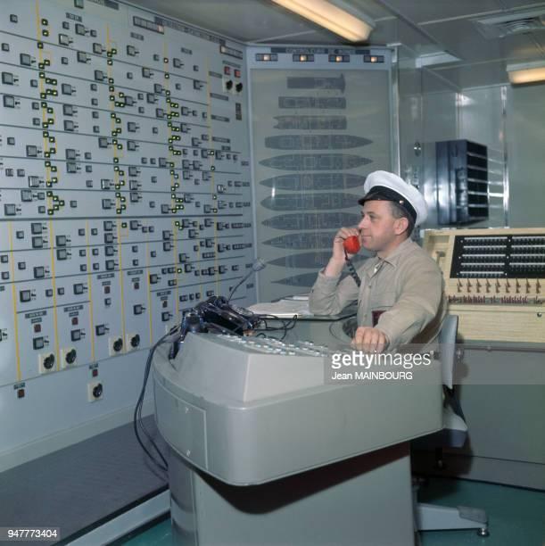 Tableau de sécurité dans la salle de contrôle du paquebot France