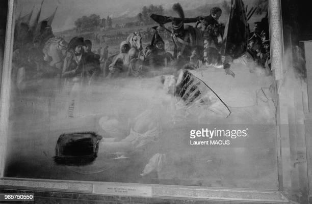 Tableau endommagé lors de l'attentat à la bombe du FLB au château de Versailles dans les Yvelines en France le 26 juin 1978