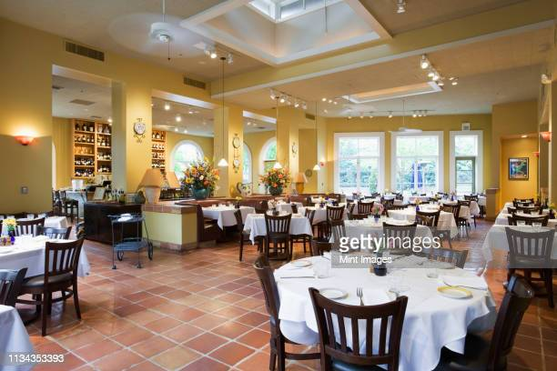 tables and chairs in empty restaurant - empty restaurant stock pictures, royalty-free photos & images