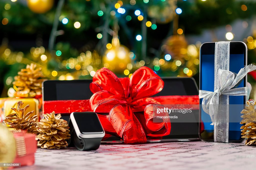 Tablet pc, smartphone and smartwatch for Christmas : Stock-Foto