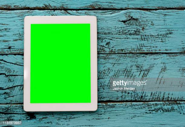 tablet with chroma key - chroma key foto e immagini stock