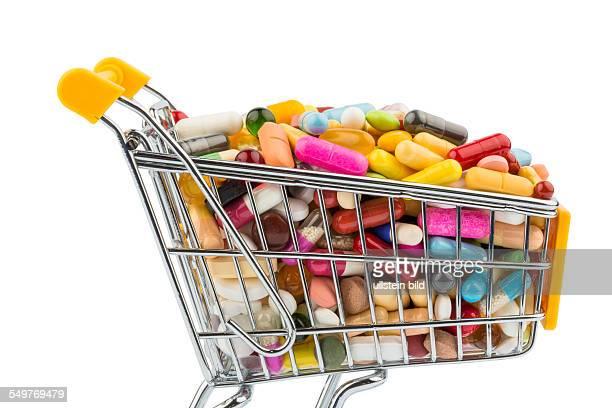 Tabletten mit Einkaufswagen Symbolfoto für den Einkauf von Medikamenten im Internet