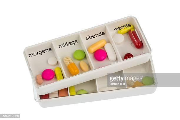 Tablettenspender Symbolfoto für Therapie Verordnung und Dosierung