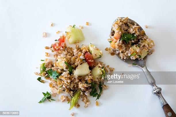 tabouleh salad made with bulgur - bulgur bildbanksfoton och bilder