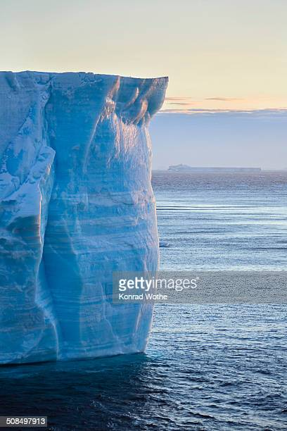 tabular iceberg, antarctic sound, weddell sea, antarctica - antarctic sound fotografías e imágenes de stock