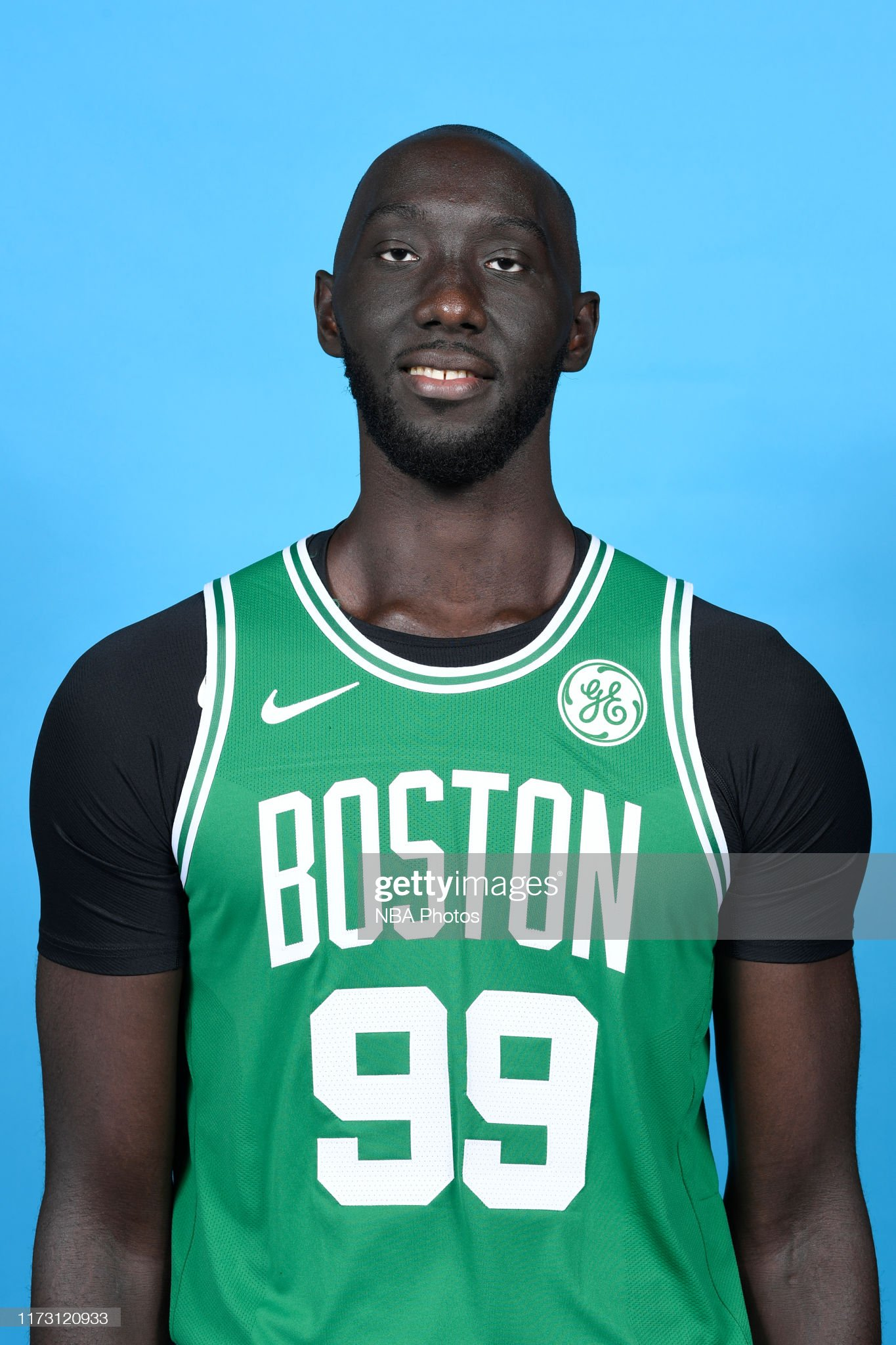 ¿Cuánto mide Tacko Fall? - Altura - Real height Tacko-fall-of-the-boston-celtics-poses-for-a-head-shot-during-media-picture-id1173120933?s=2048x2048