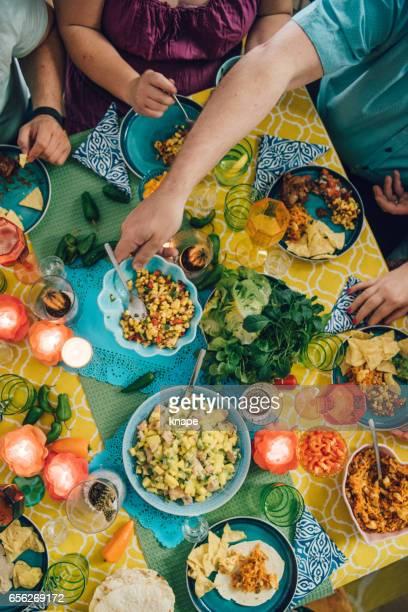 Taco mexikanische tex med Essen Lebensstile mit Freunden beim Abendessen