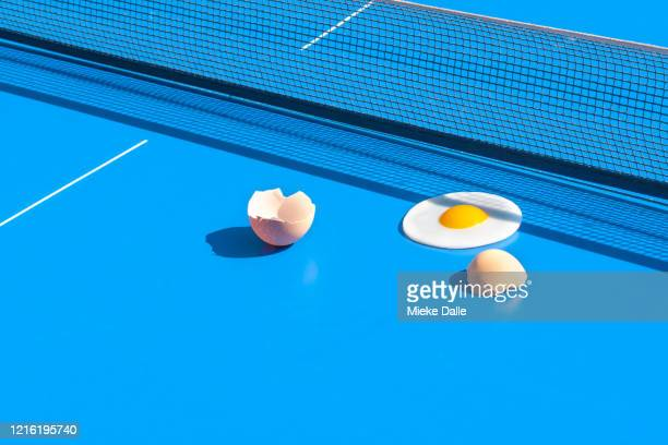 tafeltennis met eitje - funny ping pong stock pictures, royalty-free photos & images