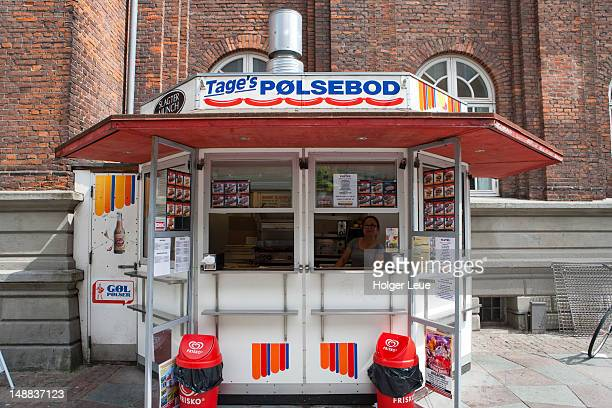 Tage's Polsebud hot dog stand.