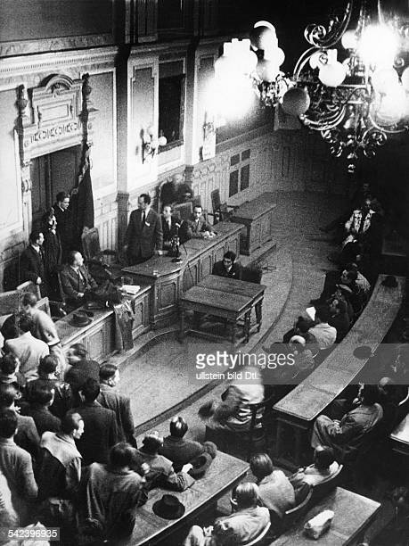 Tagung des 'Revolutionsausschusses' im Rathaus von Györ Blick in den Saal