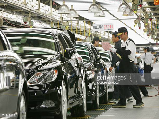 Workers at Japan's auto giant Toyota motor inspect newly assembled LEXUS cars at the company's Tahara plant in Aichi prefecture 28 June 2007 670...