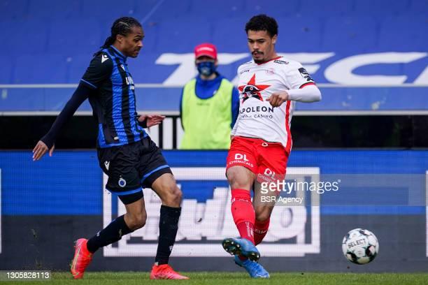 Tahith Chong of Club Brugge and Cameron Humphreys of Zulte Waregem during the Jupiler Pro League match between Club Brugge KV and Zulte Waregem at...