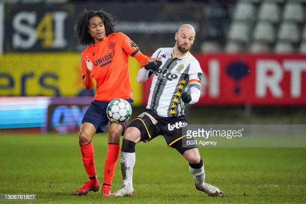 Tahith Chong of Club Brugge and Dorian Dessoleil of Sporting Charleroi during the Jupiler Pro League match between Charleroi and Club Brugge at Stade...