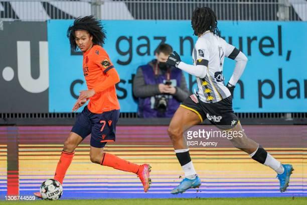 Tahith Chong of Club Brugge and Joris Kayembe of Sporting Charleroi during the Jupiler Pro League match between Charleroi and Club Brugge at Stade du...
