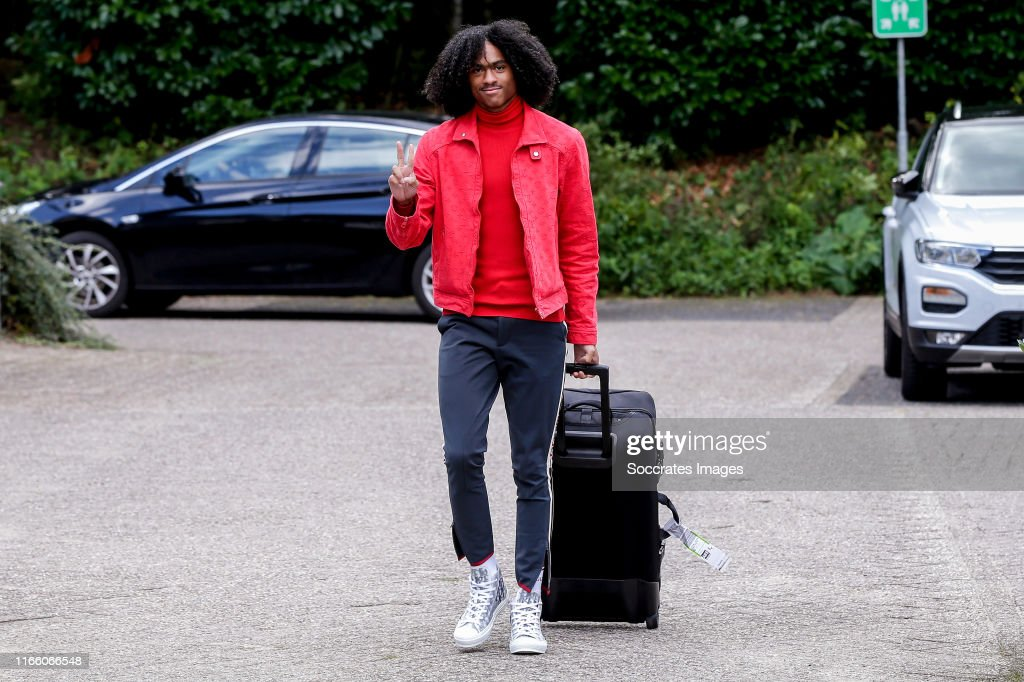 Arrival Holland U21 : News Photo