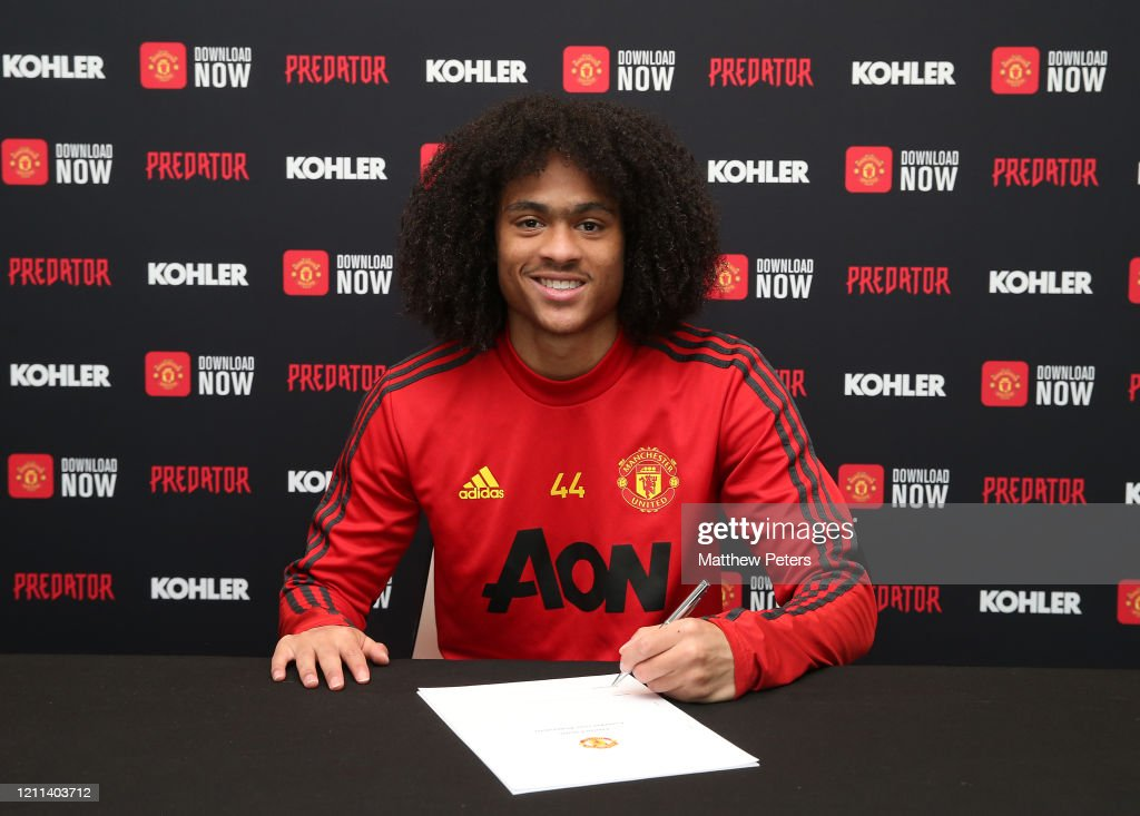 Tahith Chong Signs a New Contract at Manchester United : News Photo