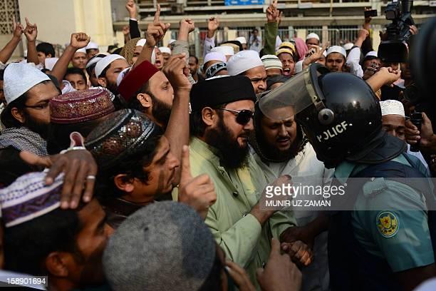 Tahrik eKhatme Nabuyat Muslim supporters argue with police during a protest against Ahmadiyya Muslims in Dhaka on January 3 2013 The Tahrik eKhatme...