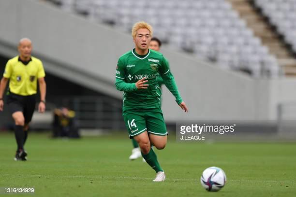 Taiga ISHIURA of Tokyo Verdy in action during the J.League Meiji Yasuda J2 match between Tokyo Verdy and Thespa Kusatsu Gunma at Ajinomoto Stadium on...