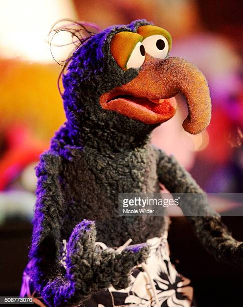 THE MUPPETS A Tail of Two Piggies When Miss Piggy suffers a scandalous wardrobe malfunction the network is outraged and Piggy is forced to question...