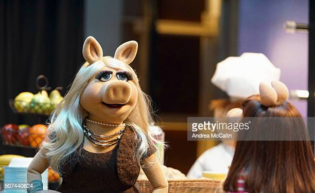 """Tail of Two Piggies"""" - When Miss Piggy suffers a scandalous wardrobe malfunction, the network is outraged, and Piggy is forced to question everything..."""