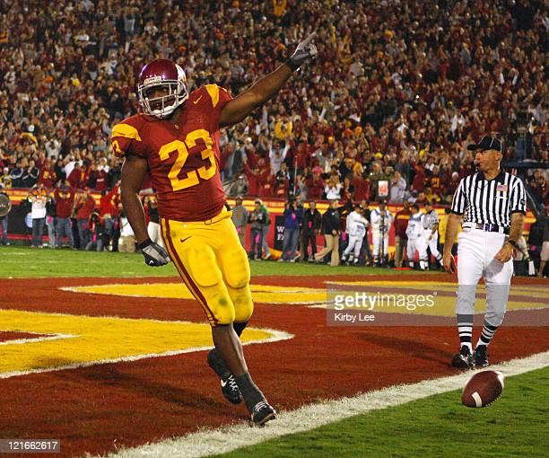 USC tailback Chauncey Washington celebrates after scoring on a 3yard touchdown run in the third quarter of 3510 victory over Oregon in Pacific10...