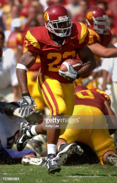 Tailback Chauncey Washington heads up field during 26-20 victory over Washington in Pacific-10 Conference game at the Los Angeles Memorial Coliseum...