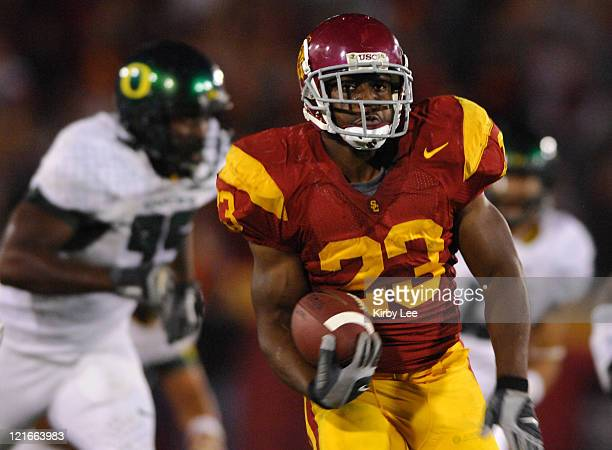 USC tailback Chauncey Washington scores on a 43yard touchdown run in the third quarter of 3510 victory over Oregon in Pacific10 Conference football...