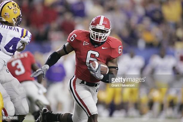 Tailback Kregg Lumpkin of the Georgia Bulldogs carries the ball against the LSU Tigers during the 2005 SEC Football Championship Game at the Georgia...