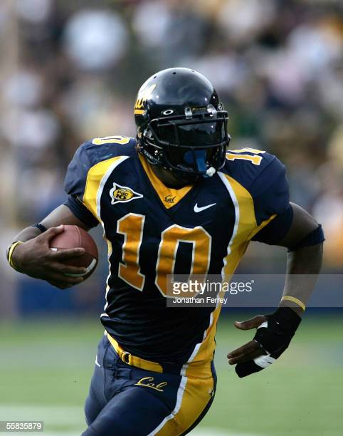 Tailback Marshawn Lynch of the California Golden Bears runs with the ball against the Arizona Wildcats on October 1 2005 at Memorial Stadium in...