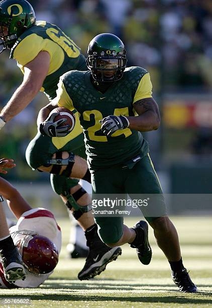 Tailback Terrence Whitehead of the Oregon Ducks runs with the ball against the USC Trojans on September 24 2005 at Autzen Stadium in Eugene Oregon...