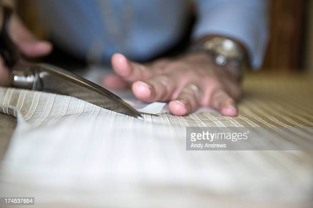 tailor at work - solo un uomo foto e immagini stock