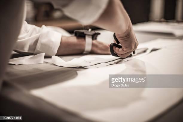 tailor manual work - schneiderberuf stock-fotos und bilder