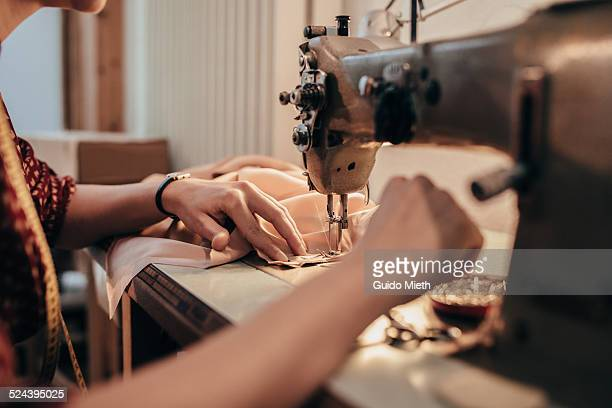 tailor working with sewing machine. - ミシン ストックフォトと画像