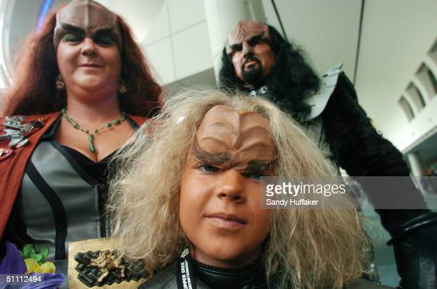 Tailyn Jones 7 shows her Klingon costume with her parents Joan and Brett during the ComicCon Convention July 24 2004 in San Diego California ComicCon...