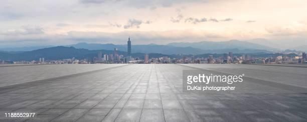 taipei city square skyline - piazza foto e immagini stock