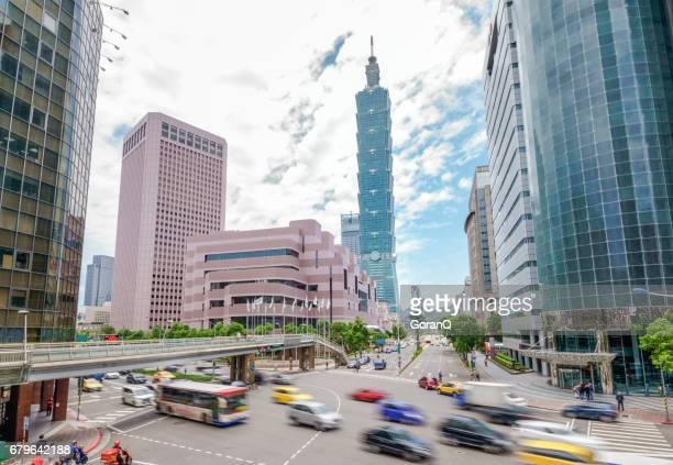 晴れた日に台北の金融街