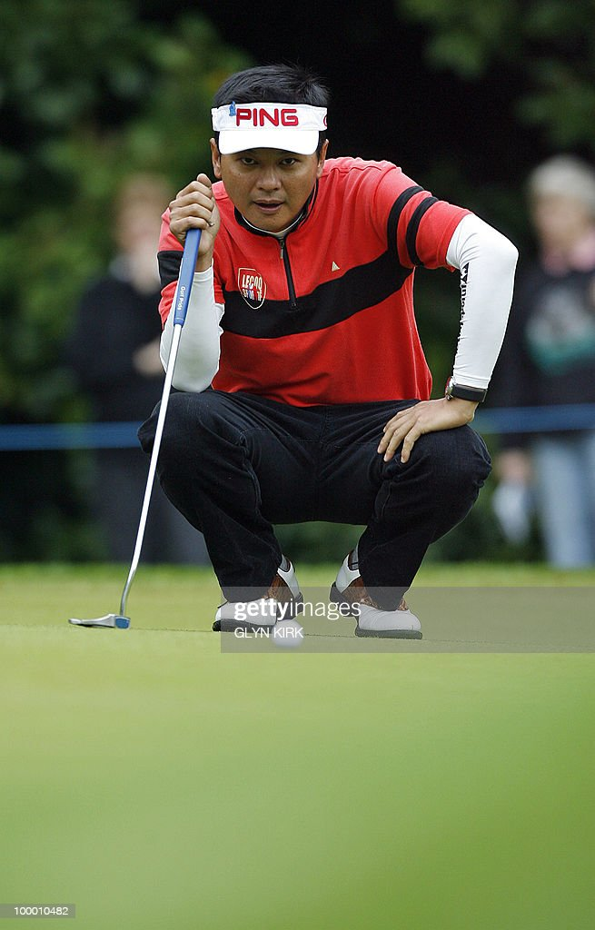 Taipei golfer Wen-Tang Lin lines up his putt on the 1st green on the first day of the PGA Championship on the West Course at Wentworth, central England on May 20, 2010.