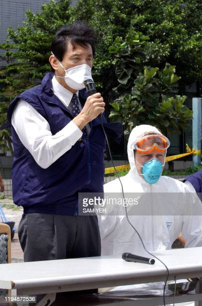 Taipei Mayor Ma Yingjeou speaks during a press conference outside the Taipei Municipal Hoping Hospital 26 April 2003 as US Severe Acute Respiratory...