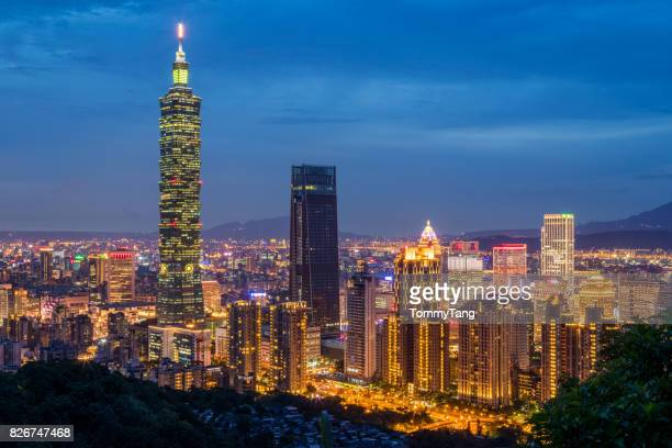 taipei, taiwan city skyline.  view from elephant mountain. - taiwan stock photos and pictures