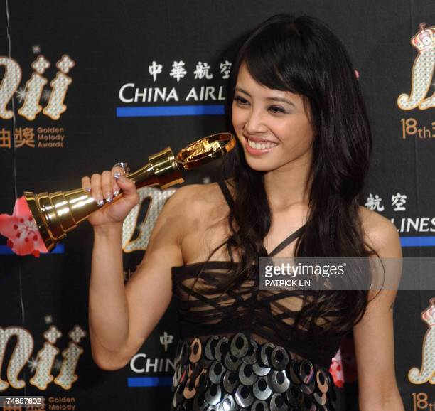 Taiwan's Jolin Tsai poses after winning the audiencevoted Best Female Singer award during the 18th Golden Melody Awards in Taipei 16 June 2007 Pop...