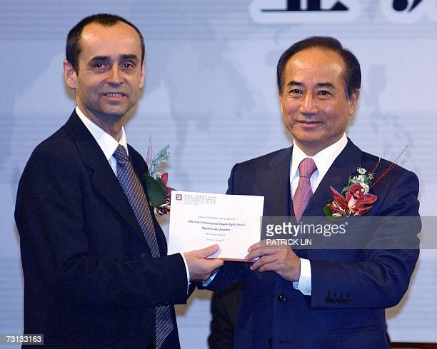 Taiwan's parliament speaker Wang Jin-pyng gives a prize in cash to Robert Menard, head of the Reporters sans Frontieres, in Taipei 28 January 2007....