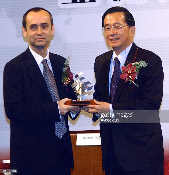 Taiwan's President Chen Shui-bian gives an award to Robert Menard, head of the Reporters sans Frontieres, in Taipei 28 January 2007. Tha award was...
