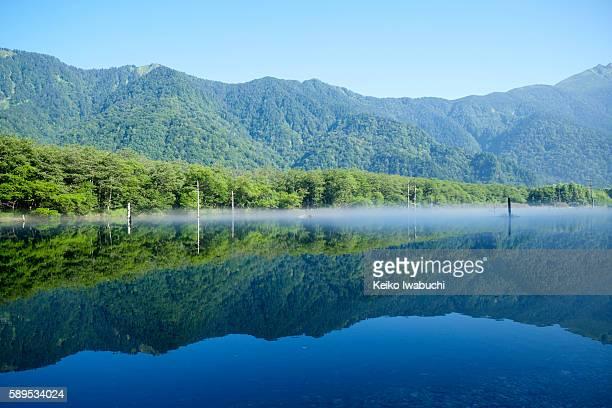 taisho pond and hotaka mountain range - mountain range ストックフォトと画像