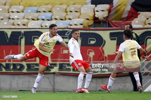 Taison of Internacional celebrates with teammates after scoring the third goal of his team during a match between Flamengo and Internacional as part...