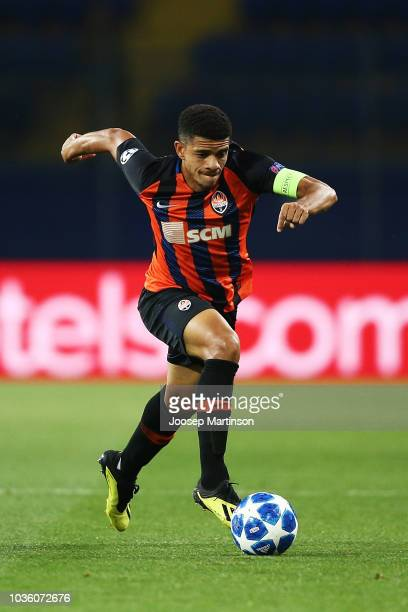 Taison of Shakhtar Donetsk controls the ball during the Group F match of the UEFA Champions League between FC Shakhtar Donetsk and TSG 1899...