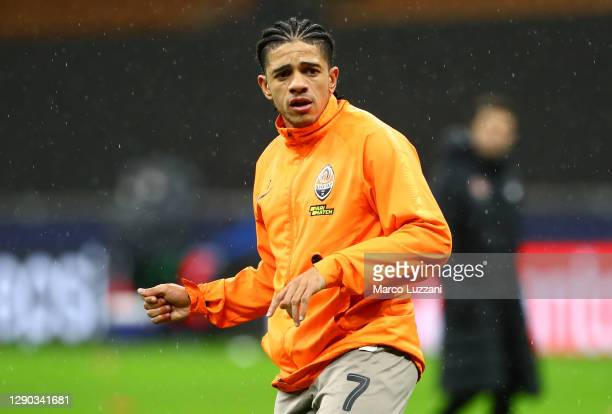 Taison of Shakhtar Donetsk warms up prior to the UEFA Champions League Group B stage match between FC Internazionale and Shakhtar Donetsk at Stadio...