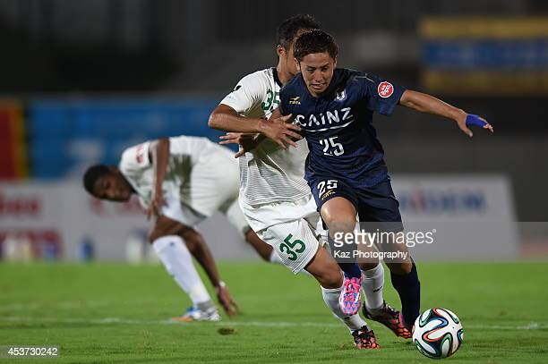 Taisuke Miyazaki of Thespakusatsu Gunma beats Kosuke Kitani of FC Gifu during the J League 2nd division match between Thespakusatsu Gunma and FC Gifu...