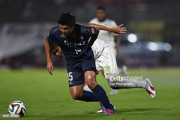 Taisuke Miyazaki of Thespakusatsu Gunma keeps the ball during the J League 2nd division match between Thespakusatsu Gunma and FC Gifu at Shoda Shoyu...